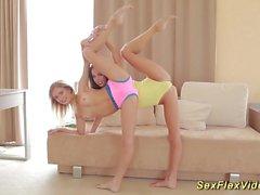 ragazze flessibili di che si estende