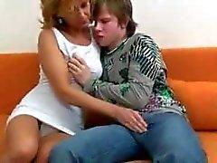 Сын монил маму на секс 193
