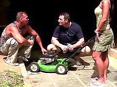 RealAsianExposed Med sitt fixar din drivna gräsklippare om du låter oss ...
