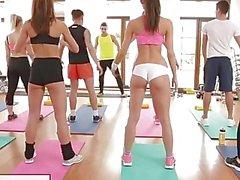 FitnessRooms Barbaran Bieber on seksuaalisesta harjoittelun kun Gym Class