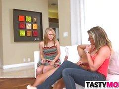 Mamma Cory Chase Bangs med Lily Rader och hennes BF