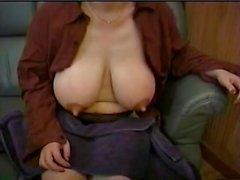la mamma ' enorme le tette in allattamento 7