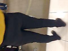 Belo rabo mexicanos ronda com jeans 2