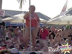 Мокрая киска вечеринка у бассейна Pt.1