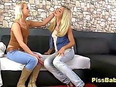 Ragazze lesbiche al Pisciate