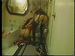 Che adesca signora vestita completamente in latex è scopato in toilet