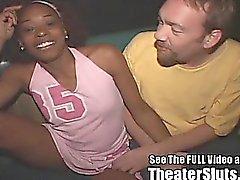Vahşi Petite Siyah Chick Sperm Yüz Gang Bang