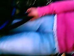 Curvy femme avec un butt ferme obtient filmé par un type sneaky wi