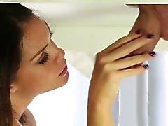 Plantureuse Alison Tyler la bouche massages coq