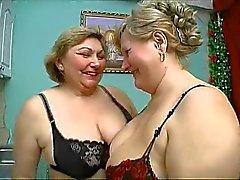 İki eski tombul olgun siyah iç çamaşırı vahşi seks