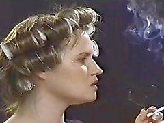 pute avec des bigoudis dans qu'elle fume des cheveu VS120S partie de 2