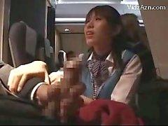 Stewardes Наблюдение за Насколько Пассажирский Jerking Давать Handjob минет в самолет