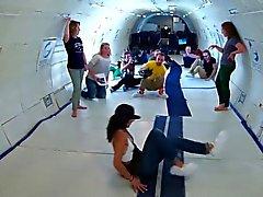 Kate Upton : Defying Gravity