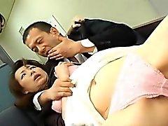 Miki sekä äiti ovat karvaisia halkeamien ja suussaan Fucked miehet