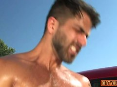 sesso anale gay del muscolo con cum facciale