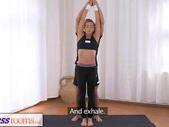 FitnessRooms Palestra coniglietta scopa il suo personal trainer fitness