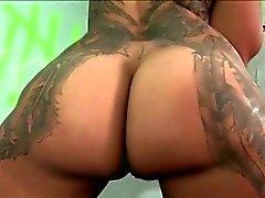 Tattooed nympho sucks stiff cock on gloryhole