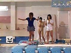 Ravishing menina japonesa tem um cara acariciando seu corpo sexy b