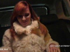 Jeny Smith joutuu alas taksipaikkaan