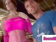 De fille de trompant type directement dans Blowjob gai au Trou de al Gloire