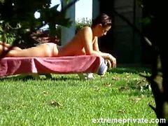 Voyeuring meiner Mutter in den Garten