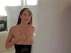 Supermodel schätzchen in schwarze Hose Video zwei