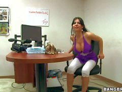 Rebeca Linares toys her pussy in front of a lucky man