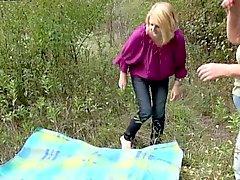 Два рогатых опытные бабулек из Германия любят исследовать