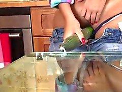 Sexited bombe de joue dans le la cuisine
