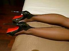Mijn FF nylons met zilveren backseem & hoge hakken