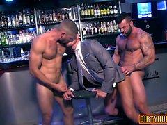 Muscle gay trio et facial
