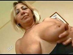 Pervert зрелая женщина Loves Молодая Cock По Troc