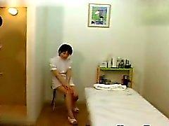 Di Cutie giapponesi ottiene fuori per un massaggio