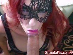 Кудрявый канадского мамаша Shanda Фэй Gets Fucked в секси маске !