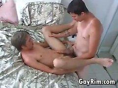 Bir otel odasında Kahrolası genç eşcinsel erkekler