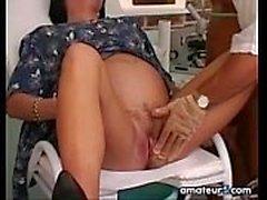 Mulher grávida quer o médico para transar com ela