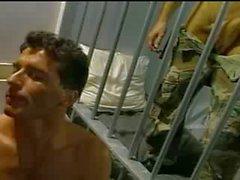 Betrunken Matrose im Heere Zellen gefickt