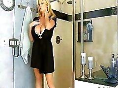 Busty Kelly Мэдисона После Горячий моющим средством Секс в душ