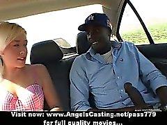Adolescente Hot loira fazendo boquete para homem negro