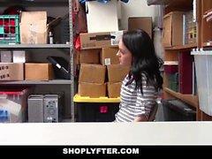 ShopLyfter - Petite Spinner legato a una sedia per furto