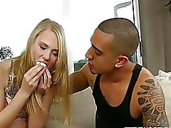 Bruno macht seine süße Freundin Lily Rader seine verdammte Schlampe