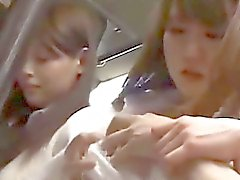 Kontoret Lady få hennes bröstvårtor suger Mus finger stående på bussar