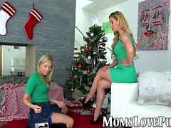Lesbische Mutter und niedlich Stieftochter Knall am Weihnachtstag