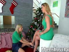 Maman lesbienne et bête meurtrière bang le jour de Noël
