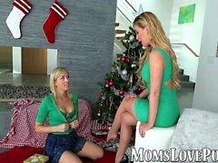mamma lesbica e carino botto figliastra il giorno di Natale