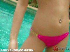 Thailand Bargirl am Pool Bikini Solo