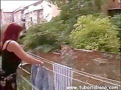 Italiaanse roodharige met grote tieten eet lul en krijgt kutje genageld