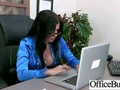 En Oficina Tetonas Chicas la follan duro de la película -25