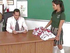 Diep in schoolmeisjes kut