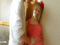 Adolescente russa peituda com bunda brincou